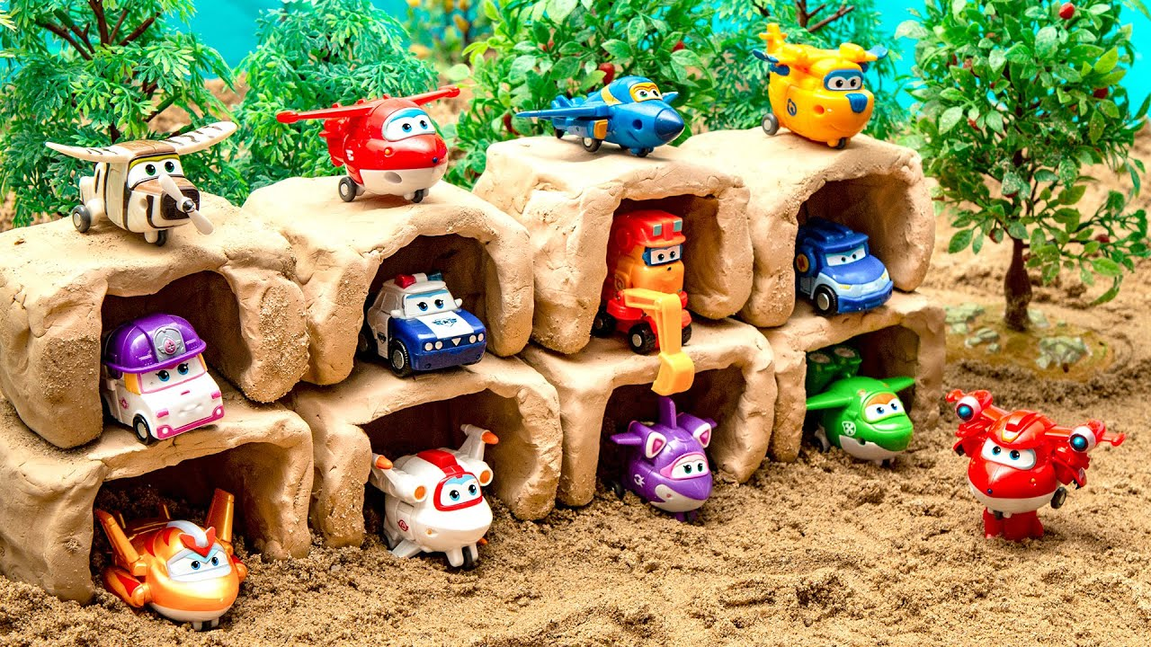 Mini Super Wings friends in a clay cave!!! Compare it to the big Super Wings