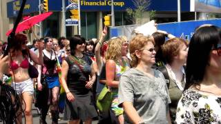 Repeat youtube video Lesbian pride parade in Toronto (2/ 7/ 2011)