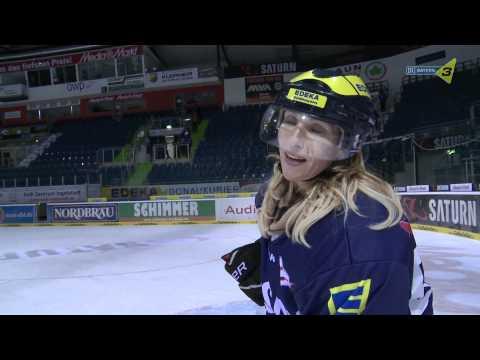 Katja Wunderlich trainiert Eishockey mit den Profis vom ERC Ingolstadt - BAYERN 3