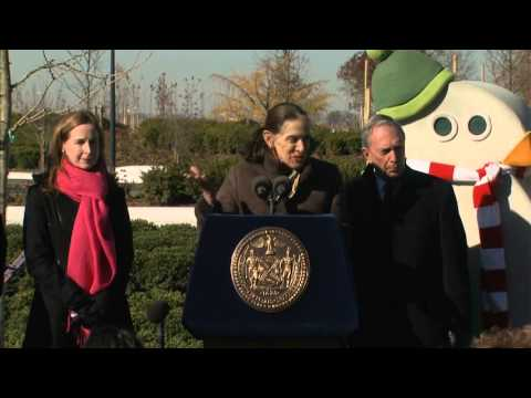 Mayor Bloomberg Plants 800,000th Tree in Million Trees NYC Initiative