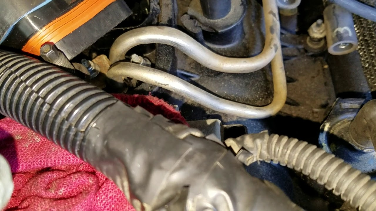 Chevy    Blazer plenumfuel injector side fuel line removal
