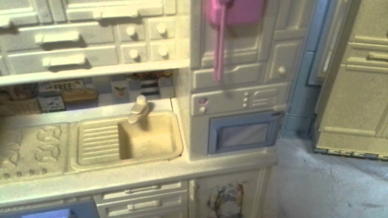 Casa di barbie family house 1998 youtube for Casa di barbie youtube