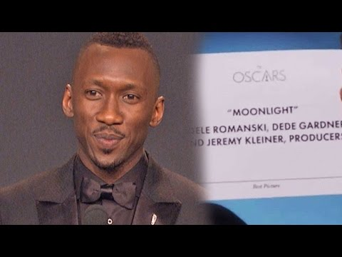 'Moonlight' Star Mahershala Ali Reacts to 'La La Land' Best Picture MixUp Backstage at the Oscars