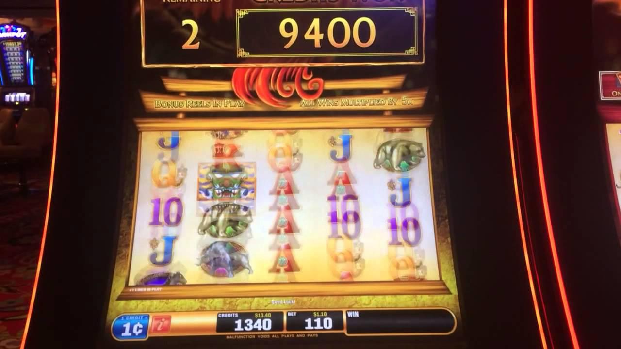 Red Phoenix Slot Machine