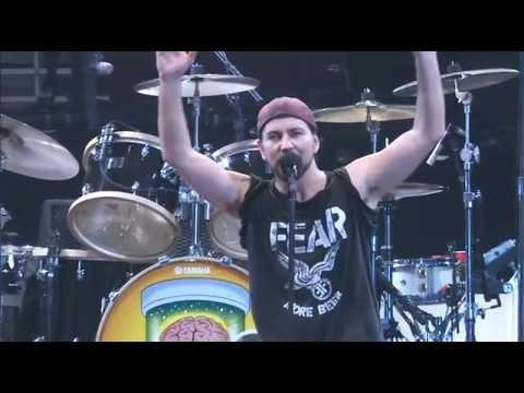 "Pearl Jam - ""Yellow Ledbetter""/""Star Spangled Banner"" - Philly 10-31-09"