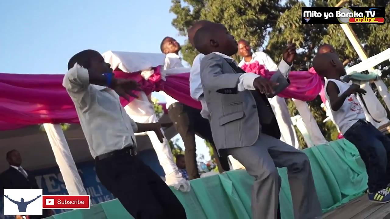Mwimbaji wa Injili Mtoto YOHANA akiimba kwenye mkutano wa INJILI ;MALAPA, DAR #1