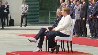 Nach Zitter-Vorfällen: Merkel hört Hymne im Sitzen