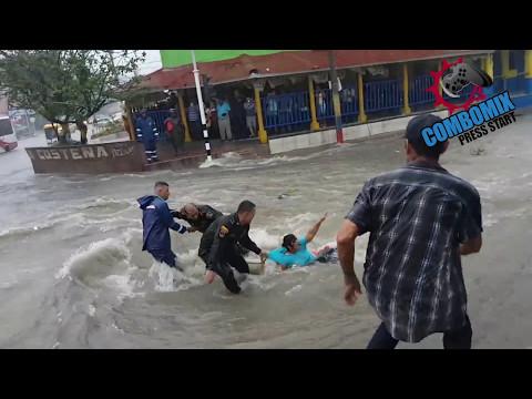 El poder del arroyo de la 21 Mujer se salva de milagro (Police rescue a woman from de rain river)