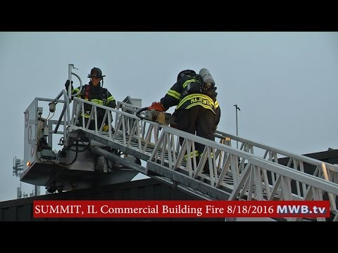SUMMIT, IL - Working fire in an unoccupied commercial building. 8/18/2016