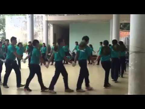 Ca múa tập thể - nối vòng tay lớn