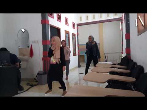 Latihan gerakan lagu Mars Muf