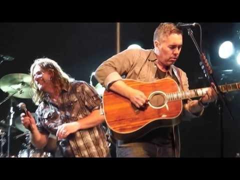 Barenaked Ladies and Alan Doyle sing Jane