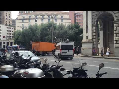 Traffico bloccato in piazza Dante per convoglio blindato della Banca d'Italia