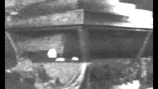 Видео Ленина в Мавзолее(Скандальное видео, снятое на скрытую камеру глубокой ночью, на котором Ленин двигается в гробу в Мавзолее., 2013-05-04T00:43:56.000Z)