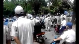 Aksi buruh di kawasan industri Pulogadung Jakarta 3 Oktober 2012