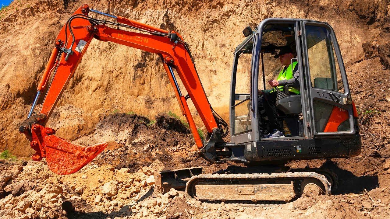 Excavator is broken - Dima try to help man