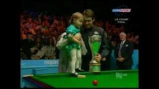 Ронни О'Салливан. Чемпионат Великобритании 2007 г.(Награждение. Джо и дочь Лили Джо., 2012-05-07T21:23:16.000Z)