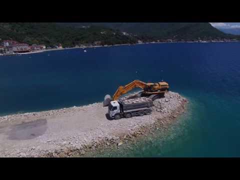 Lazure marina breakwater construction May 2017