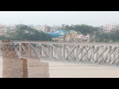 Vijayawada - Visakhapatnam Ratnachal SuperFast Express crossing Godavari Arch bridge