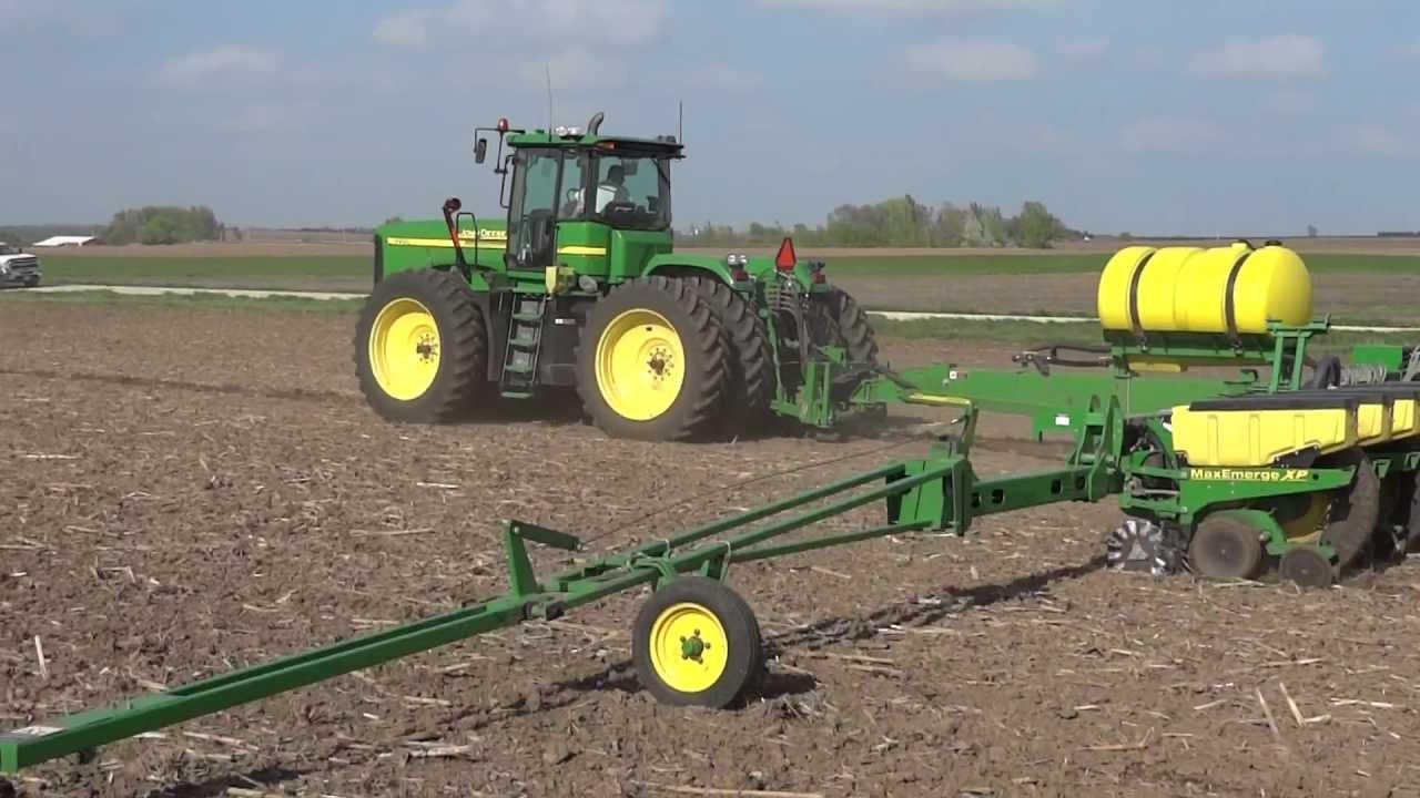 Planting Corn With A 24 Row John Deere Planter 9220 John Deere