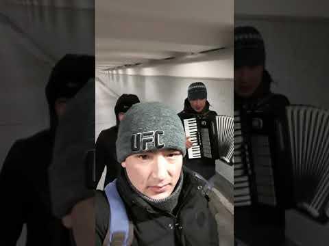Журокту эзип ырдашты Кыргыздар Москвада