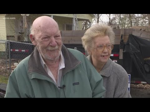 The Morning Rush - Roofer gives free roof to couple in need