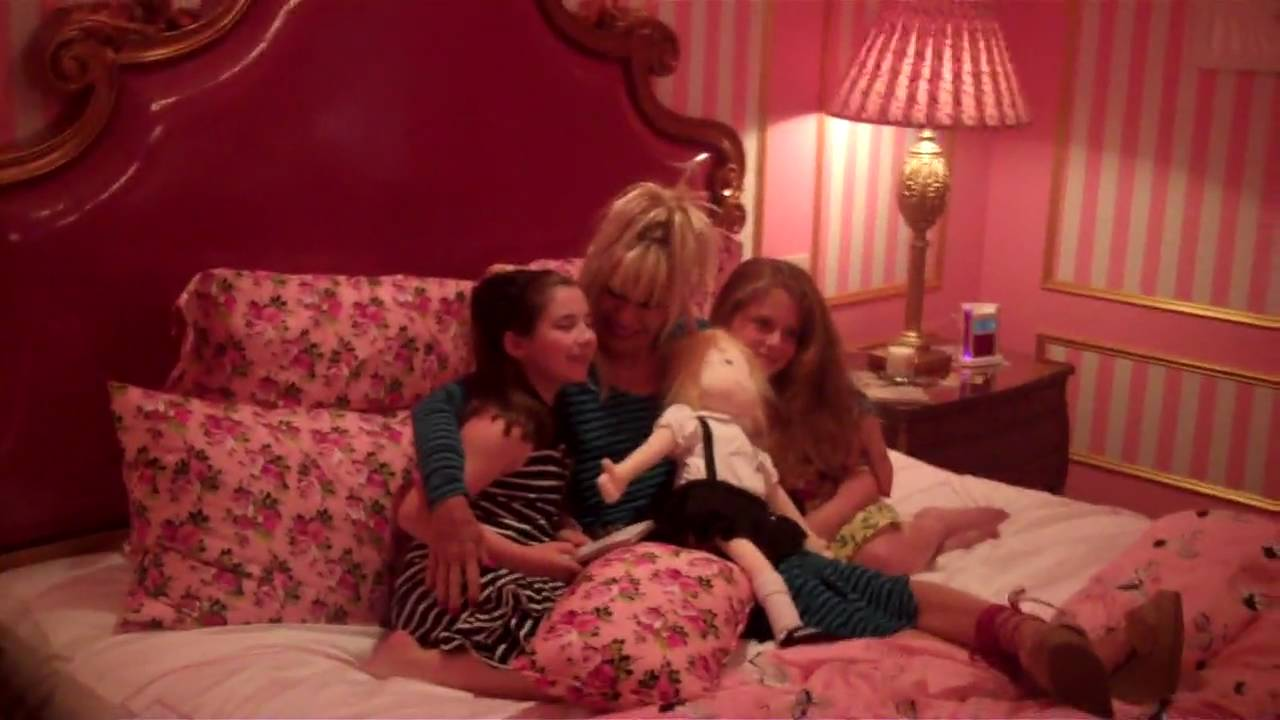 Betsey Johnson In The Plaza Hotel Eloise Suite Youtube