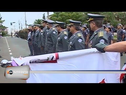 Moradores aproveitam feriado de 9 de julho para acompanhar desfiles na região