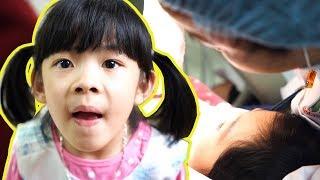 Đầu Năm Bé Đi Bác Sĩ Nhổ Răng Sữa Để Đón Răng Mới Hì Hì… ❤ AnAn ToysReview TV ❤