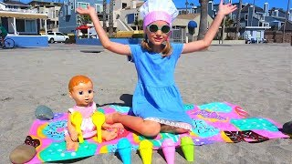 Polina Playing with Sand Molds video By Super Polina