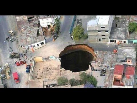 "Fenomena Lubang Menganga ""Sinkhole"" Tanah Amblas Ke Dalam Bumi"