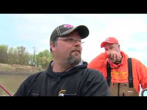 MidWest Outdoors TV Show #1584 - Red River Catfish in North Dakota with the Rippin Lips Crew