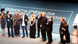 "Michael Fassbender sings ""Summer Wind"" // San Sebastian [2]"