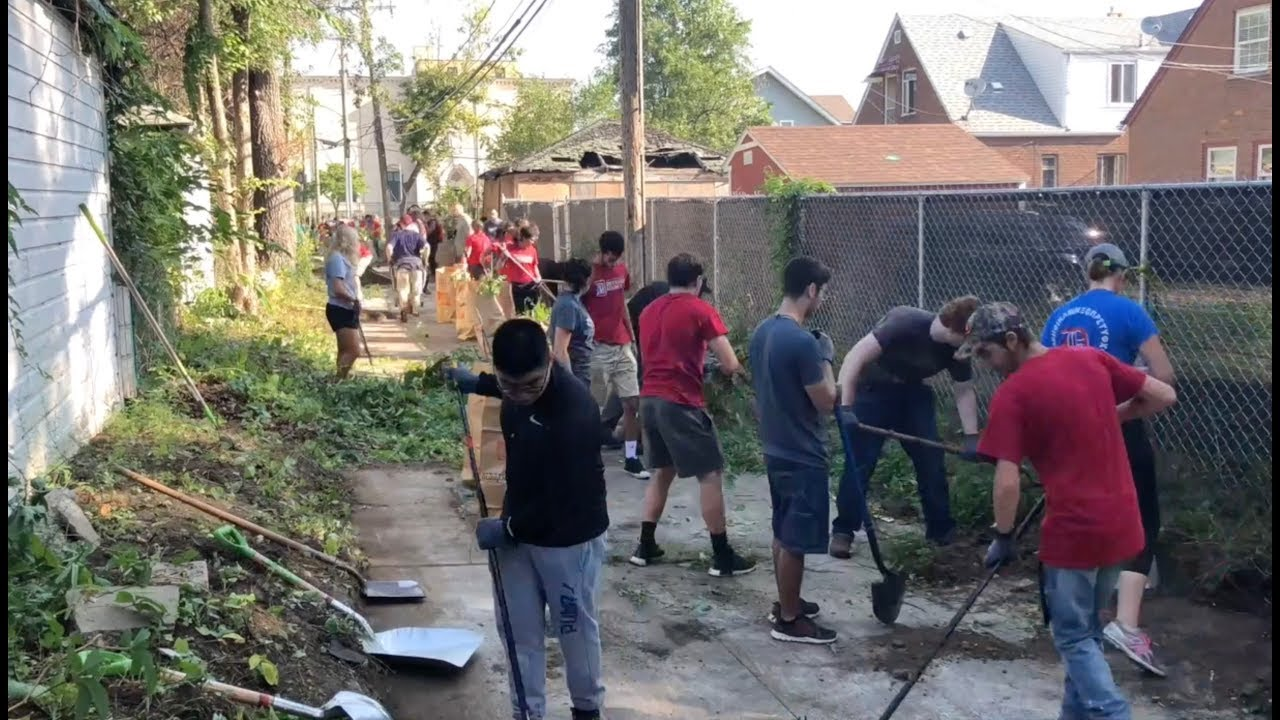 Detroit Mercy freshmen volunteer in a local neighborhood.