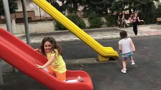 The FLOOR is LAVA ! YERDE LAV VAR OYNADIK ÇOK GÜLDÜK. Family Fun Kid Video Aslı Yaren