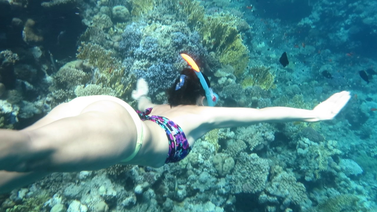 Bikini girl Freedives in stunning spot