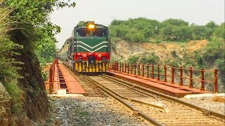 Rawalpindi   Pakistan'da Demiryolları Kurrang Köprüden Tayyar Express Seyir