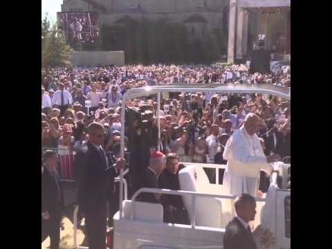 Pope Francis Waves From Popemobile in DC