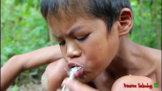 Primitive Technology - Eating delicious - Cooking fish on a rock for dinner