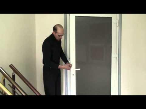 Нажимной гарнитур и замок с язычком на металлопластиковых дверях