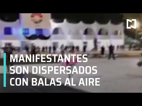 Policías disparan al aire para dispersar a manifestantes en Cancún - Las Noticias
