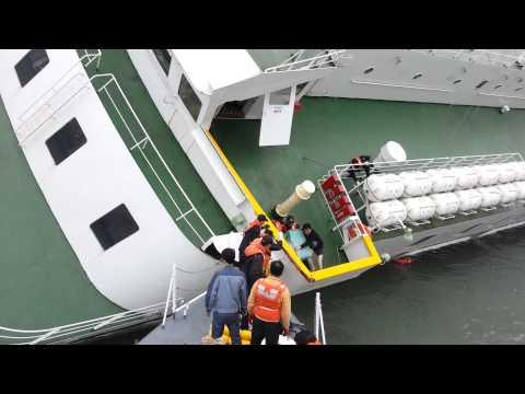 Captain leaves sinking Sewol ferry