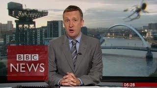 'Giant' spider photobombs BBC Scotland news - BBC News thumbnail