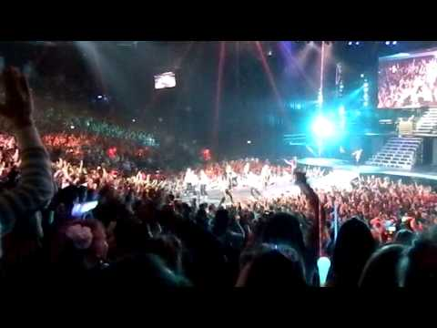 Crowd going CRAZY for Dj Tay James at JUSTIN BIEBER BELIEVE TOUR