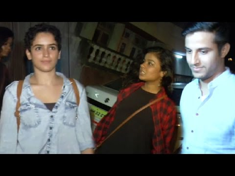 Aamir Khan Parties With His Onscreen Daughters!