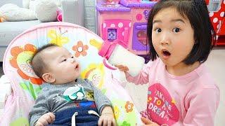 بولام يلعب مع الطفل