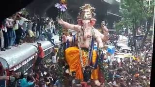 Lalbaugcha Raja Aagman 2016 | 1000 People Dancing on Zingaat Song | Sairat Movie