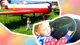 Leo and Daddy games in real tractors, airplanes and with animals. Also Halloween costume ideas.