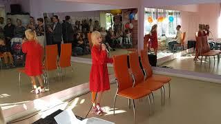 """Алиса Мудрова исполняет песню """"Цветные сны"""" из х/ф """"Мэри Поппинс, до свидания"""""""