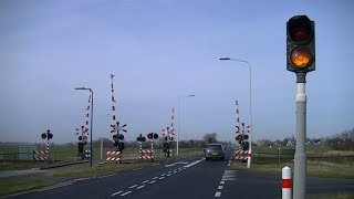 Spoorwegovergang Wieuwerd // Dutch railroad crossing